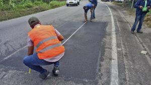 Avanza la rehabilitación bacheos y parcheos vía Rionegro (2)