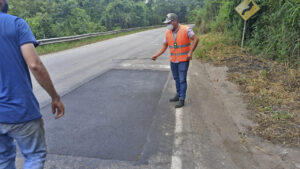 Avanza la rehabilitación bacheos y parcheos vía Rionegro (3)