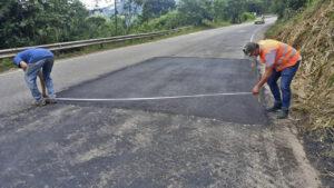 Avanza la rehabilitación bacheos y parcheos vía Rionegro (4)