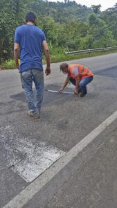 Avanza la rehabilitación bacheos y parcheos vía Rionegro (7)